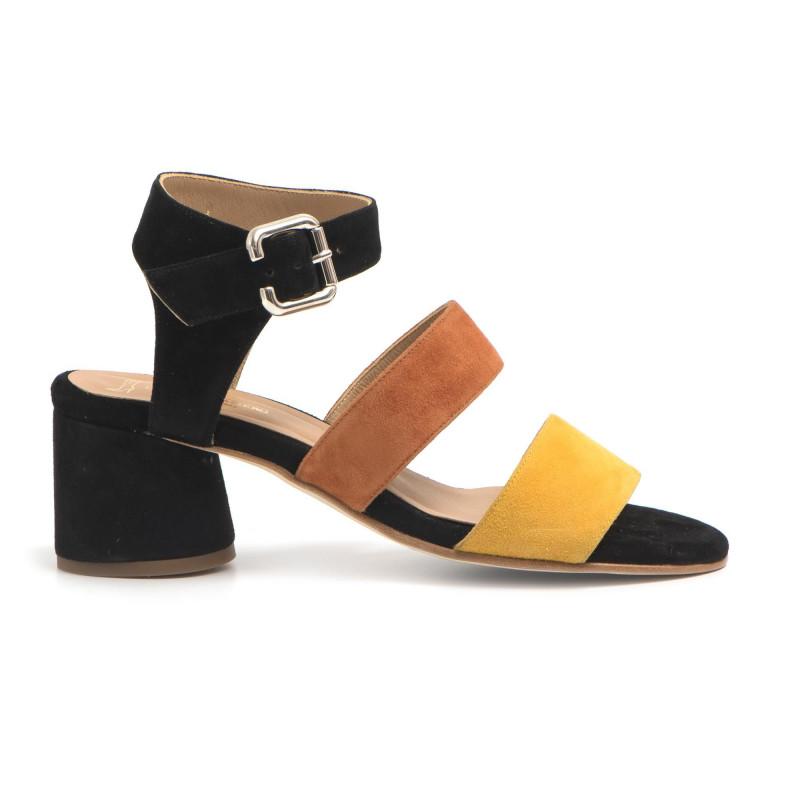 Sandali in camoscio con cinturino e tacco medio