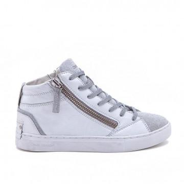 sneakers woman crime london 2524522