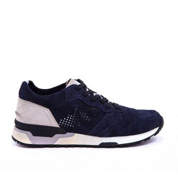 sneakers man crime london 11422640